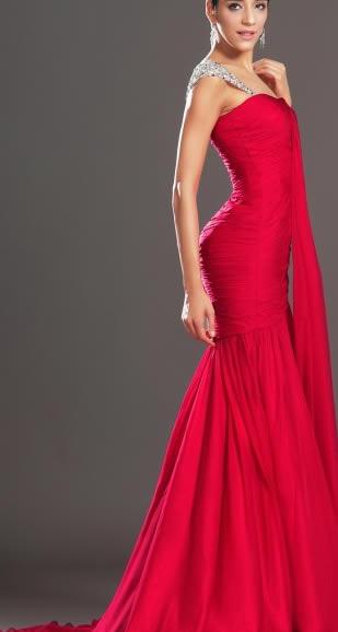 rochii rosii de lux lungi cu trena