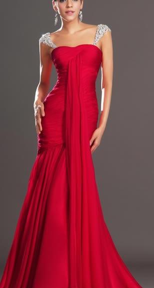 rochii rosii de lux lungi din voal si strasuri